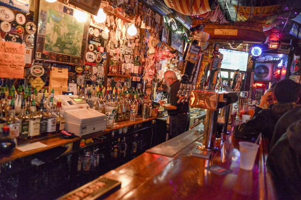 Dive Right In Top Charleston Dive Bars Charleston Fyi